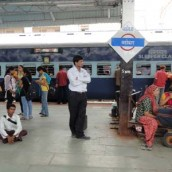 Rajkot_Express_at_Vadodara_railway_station1